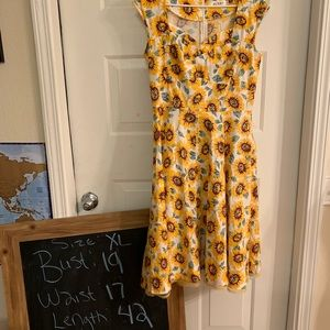 Dresses & Skirts - Sunflower print pinup dress!